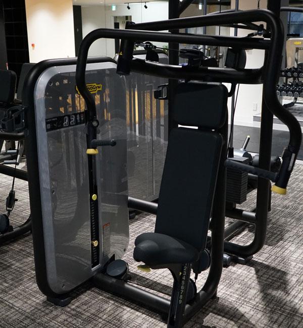 Chest Press(肩関節の安定化・腕や胸の筋肉を強化します)